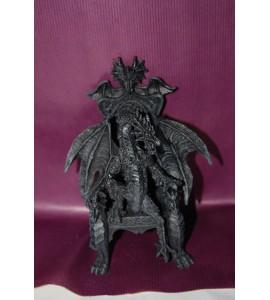 Dagon sur un trône