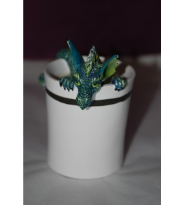 Dragon vert dans une tasse