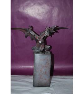 Dragon noir sur colonne