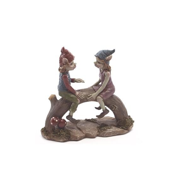 Couple de Pixies sur un Tronc D'arbre